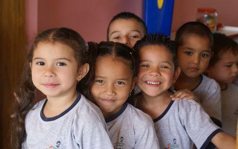 Dwujęzyczne dzieci uczą się szybciej