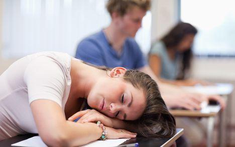 Niedosypianie powiązane z problemami psychicznymi nastolatków